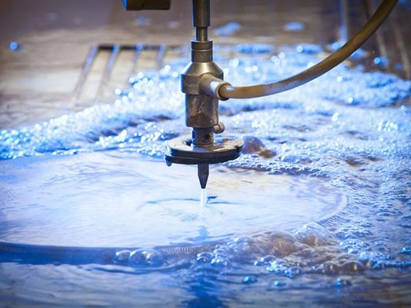 ماكينة التقطيع بنفث الماء