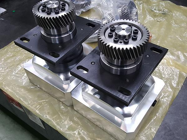 ماكينة قطع بالليزر الليفي CNC (فايبر ليزر IPG بالطاقة العالية 500W 700W 1000W)