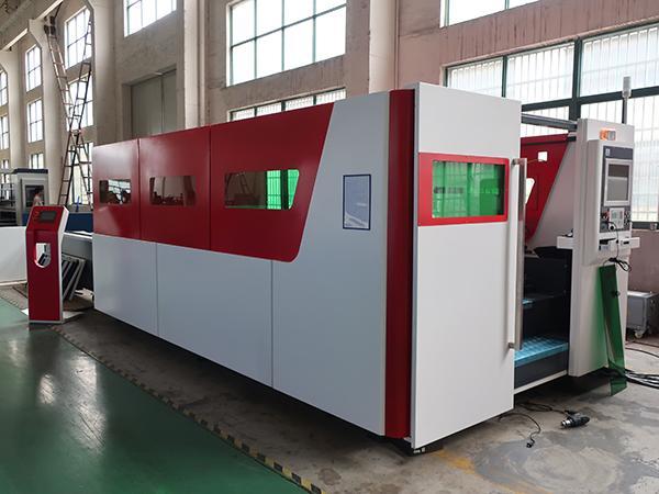 ماكينة قطع CNC فايبر ليزر ذات طاقة عالية <span dir='ltr'>1KW~6KW</span>