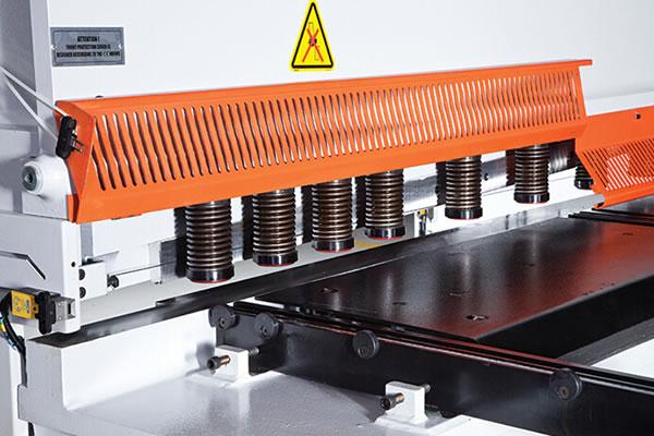 آلة القص الهيدروليكية CNC بإنحدار متغير