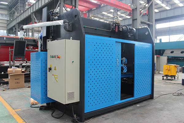 آلة الثني الهيدروليكية CNC بـ 3 محاور