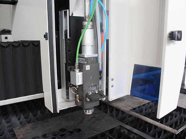 آلة قطع الفولاذ المقاوم للصدأ بليزر الألياف (1000w)